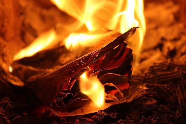 Đeo bùa cũng là cách đốt phong long giải đen lô đề hiệu quả