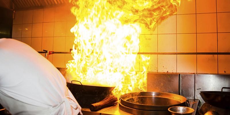Ngủ mơ thấy mình đang nấu cơm thì cháy bếp